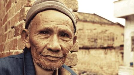 中国最特殊的农民, 种植的作物还不愁卖, 还有人全天看守!