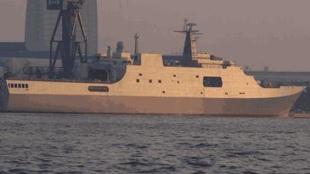 中国071登陆舰有多强? 性能堪比西北风级, 俄海军都准备引进了