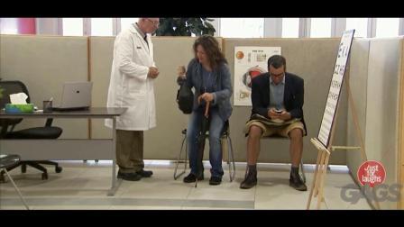 国外搞笑视频: 假装医生恶搞路人搞笑视频