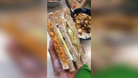 肉松芝士火腿三明治