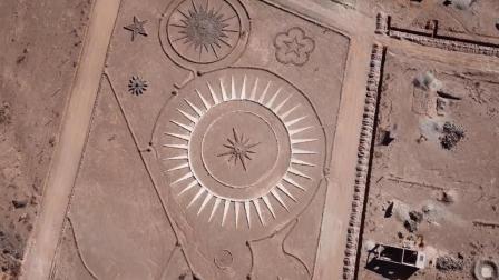 男子在沙漠中建造UFO着陆点 自称是外星人心灵感