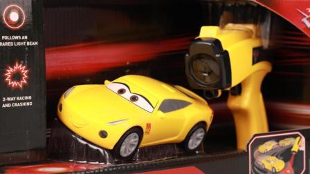 赛车总动员玩具 第一季 赛车总动员高科技激光遥控赛车酷姐玩具分享