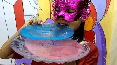 吃货吃彩冰, 面罩小姐姐吃面膜形状的彩色冰块
