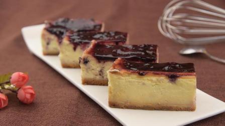 浓浓乳酪蛋糕, 加上清新蓝莓果酱, 味道真是没得说!
