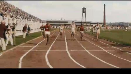 黑色闪电:起步落后问题不大,黑人小伙奋起直追瞬间超越!