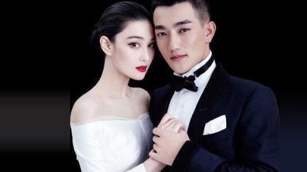 张馨予婚礼接亲现场, 新郎何捷没话找话, 竟然说起新娘的鞋子?