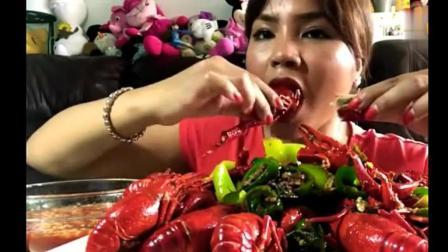 看着印尼美女主播marry把一盘麻辣小龙虾吃完 解馋!