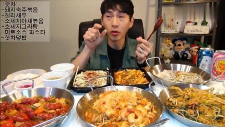 韩国吃播奔驰小哥BANZZ吃大虾炒面, 大盘炒腊肠和各种小炒配米饭