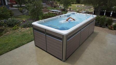 10平米的游泳池, 却没人能游到头, 网友: 专家也不行?