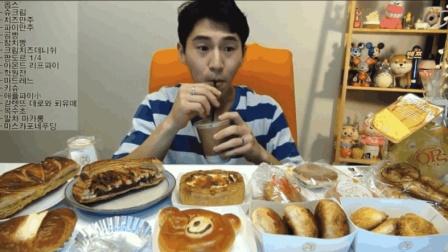 大胃王奔驰小哥吃一桌子的网红面包, 还得再来杯牛奶压压惊