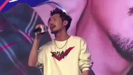 白宇: bygg有点甜, 小可爱唱歌还改歌词了!