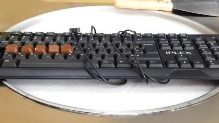 键盘也能炒成冰淇淋? 打了10年游戏的神盘, 猜猜会是什么味!