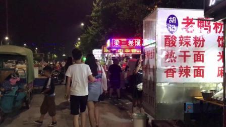 许昌学院美食街: 烙馍卷羊杂 一张薄饼卷出的美味, 卷着吃真得劲!