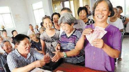 人社部好消息: 养老金确定增长了! 25%增长幅度看看你能多领多少?