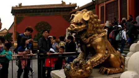 为什么故宫里的这只铜狮子摸不得?有什么秘密吗?