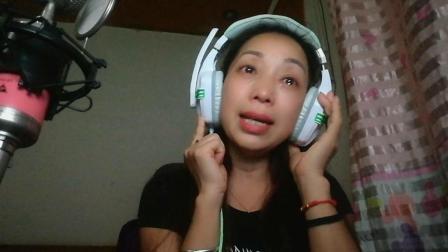 湖南村姑含着伤心的泪唱完了这首《老地方的雨》, 太感人了!