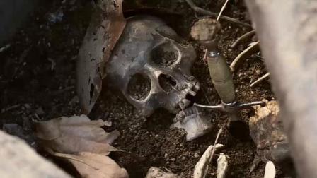 一行专家去考古, 发现一把16世纪的西班牙匕首