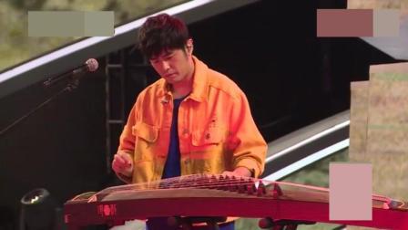 中国好声音: 开场秀周杰伦大秀古筝, 化身教学小能手