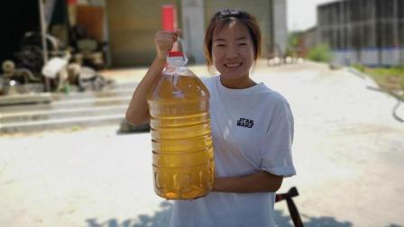 正宗的纯菜籽油多少钱一斤? 榨油大叔告诉你真实价格, 你信吗