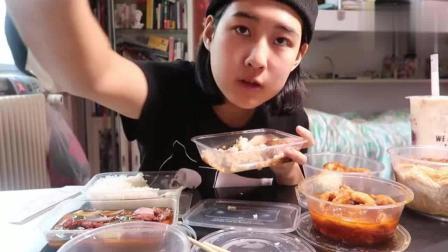 上海小姐姐吃蚝油牛肉饭、面筋塞肉和糖醋排条, 人美还是菜好吃?