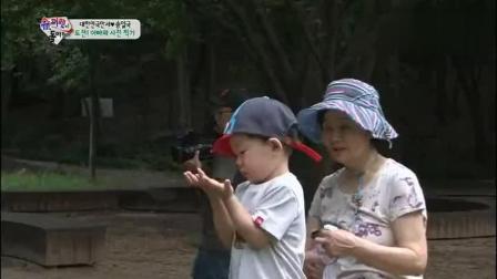 《爸爸回来了》极限职业 三胞胎爸爸篇背上万岁 怀里大韩民国