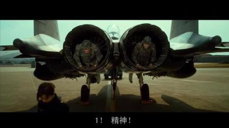 女教官在F15战斗机屁股上体罚士兵, 是不是很带劲