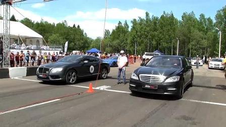 奔驰汽车和宾利汽车赛车, 看看差距有多大?