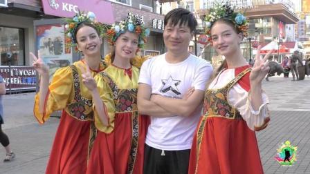 花20元, 就能和漂亮的俄罗斯妹子合影! 拍于内蒙古满洲里