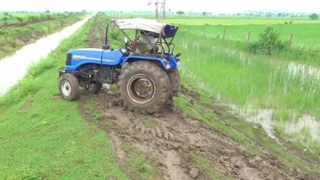 拖拉机烂泥地打滑, 这操作看着就像个新手