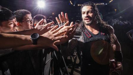 【WWE上海现场秀2018】大狗罗门伦斯带着全球冠军腰带 霸气出场