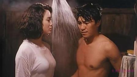 周星驰正在洗澡张敏突然穿着一身性感衣服闯了进来