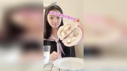 """自制水蜜桃奶酪软欧这款面包我想为它取个名字""""桃花源之恋"""""""