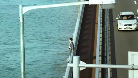 2分钟看完韩国电影《金氏漂流记》, 小伙跳江, 意外流落到孤岛