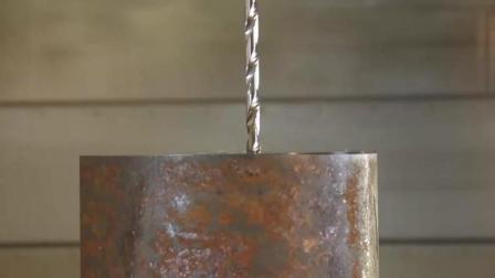 专业的深孔加工, 好长的深孔钻头, 这种钻头的加工速度真快
