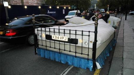 牛人发明炫酷床车, 走到哪儿睡到哪儿, 交警居然不贴罚单!