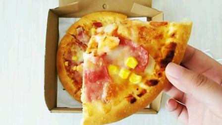 """妹子花21.9元在美团外卖点的""""培根虾仁披萨"""", 没想到竟这么好吃"""