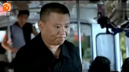 郭德纲公交车上打劫遇到赵本山, 一句一个笑点, 乐得肚子疼