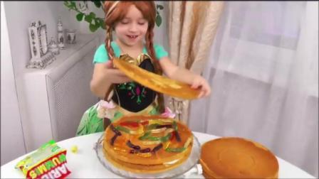 熊孩子自己做生日蛋糕, 动手能力可真强! 做完以后真是太漂亮了!