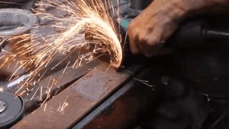 牛人捡到一块废钢板, 经过两个小时打磨加工后