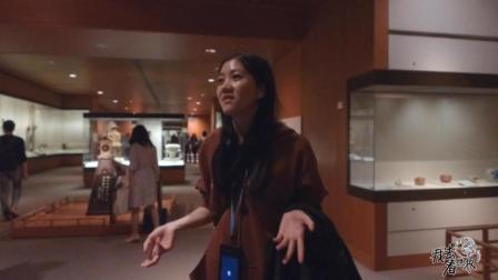 """中国美女在大英博物馆, 化身""""导游"""", 讲解日本电影""""寻访千利休"""""""
