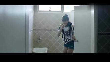 """姑娘躲在厕所偷偷""""变身"""", 差点就被心机女发现"""
