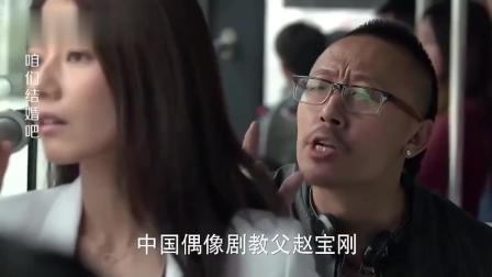 美女在公车上遇流氓, 老公就在旁边看着, 却不帮忙!