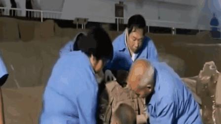 1982年, 甘肃出土17块石板, 30年后考古专家痛哭:
