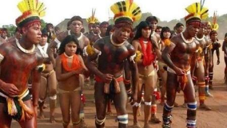 世界最奇葩原始部落: 以娶完璧之女为耻, 男女都禁止穿衣服!