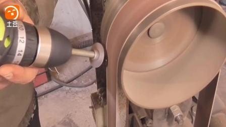 牛人自制的这种工具, 专门用来剥电线, 用起来才