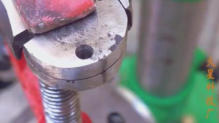 牛人用废老虎钳制作这个工具, 许多工人用了都说