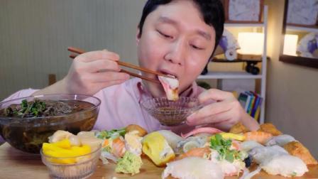 韩国吃货小哥, 吃生鱼片寿司, 荞麦面, 配上泡菜, 吃得太过瘾了