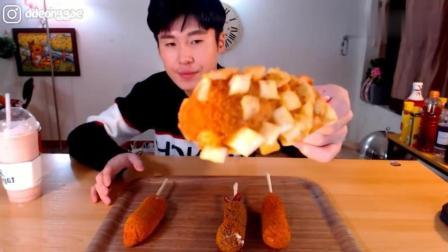 韩国吃播: 豪放派大胃王donkey哥哥点心时间吃超大根的炸热狗面包