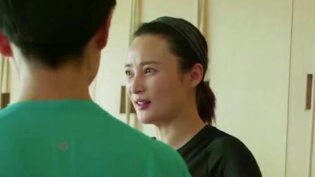 陈建斌陪着老婆蒋勤勤做孕妇瑜伽, 最后的倒立太