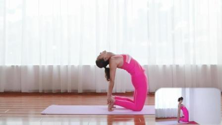 让荷尔蒙持续高涨的青春瑜伽, 做时要挺胸收腹收阴, 注意力在大腿根部